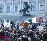 TTIP-Gegner vor dem Wiener Parlament