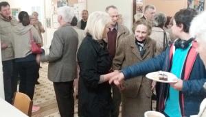 Begrüßung vor und Kaffee nach dem Gottesdienst