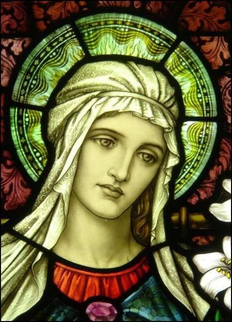 Maria wurde ganz und liebevoll in den Himmel aufgenommen